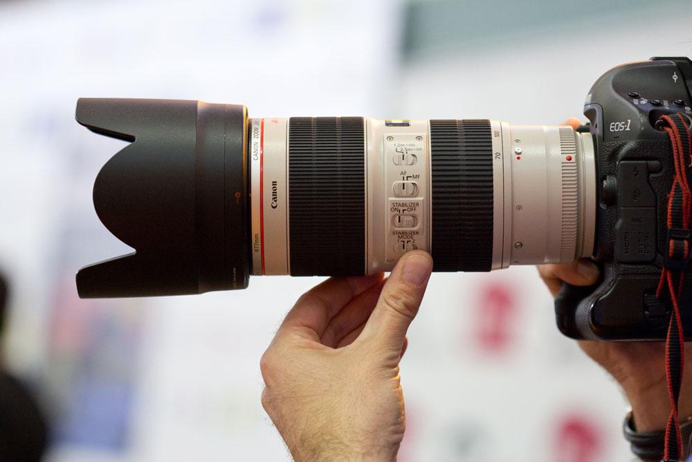 Nên mua ống kính chính hãng hay của các hãng sản xuất ống kính độc lập