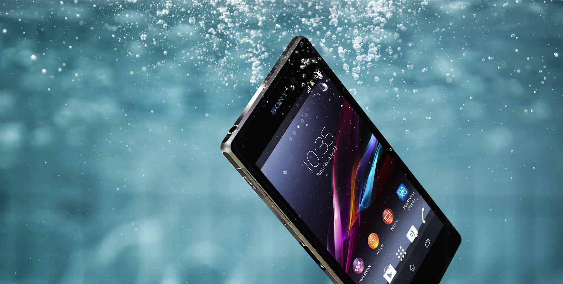 Làm gì khi điện thoại rơi vào nước?