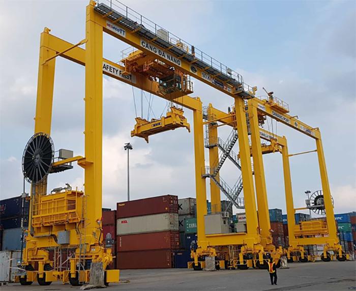 Dịch vụ bốc xếp hàng hóa container hiện đại