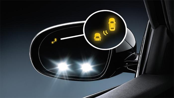 Lái xe ban đêm cần quan sát kỹ gương chiếu hậu