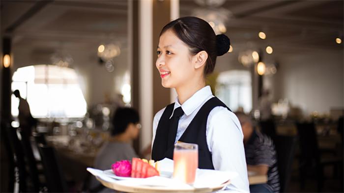 Nhiệm vụ của một phục vụ nhà hàng rất đa dạng