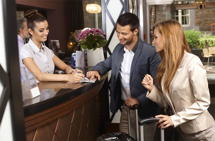 Lễ tân được xem là bộ mặt của nhà hàng, khách sạn