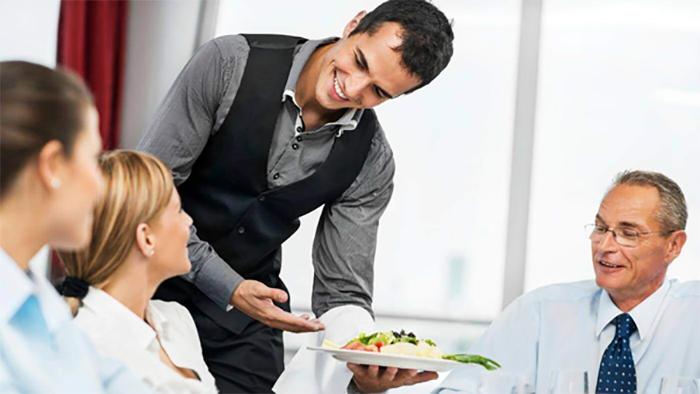 Nhân viên phục vụ luôn giữ một vai trò vô cùng quan trọng