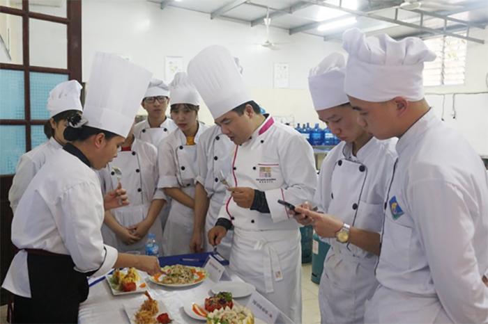 Phụ bếp cần phải có kỹ năng làm việc nhóm tốt