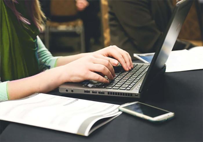 Cộng tác viết viết bài là công việc làm thêm rất phù hợp cho sinh viên có khiếu viết lách