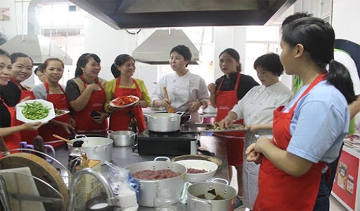 Các học viên trong trung tâm dịch vụ việc làm phụ nữ Đà Nẵng