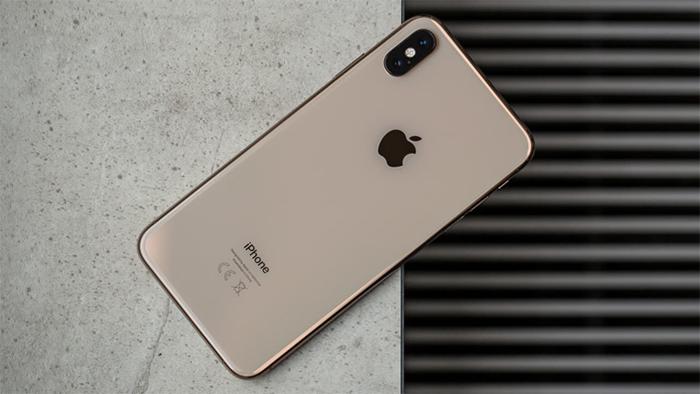 iPhone lock là máy được nhà mạng đặt hàng sản xuất riêng từ Apple