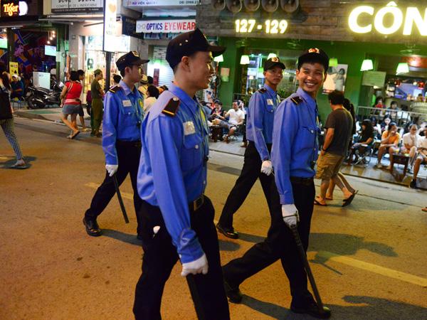 tuyển bảo vệ ca đêm tai cửa hàng TPHCM