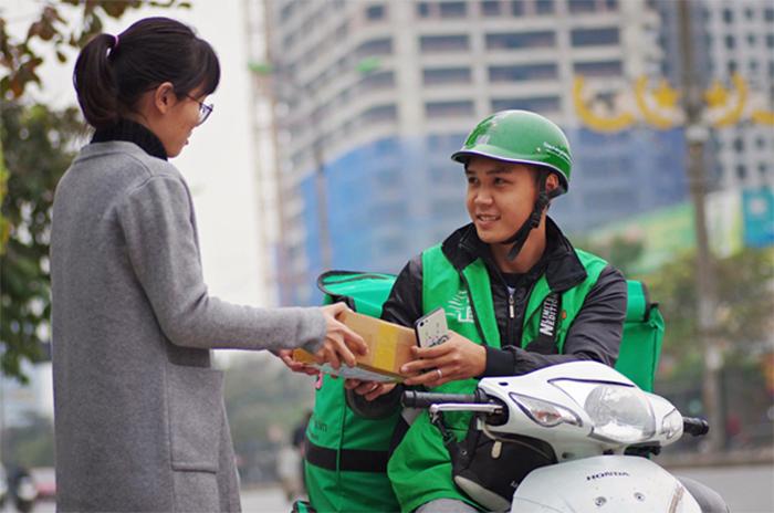 Giao hàng bằng xe máy