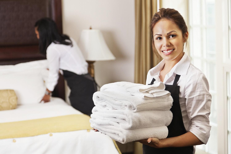 Nhân viên buồng phòng khách sạn