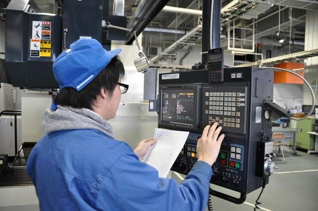 Kỹ thuật viên vận hành và bảo trì máy