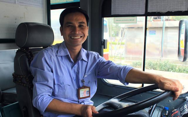 tài xế lái xe bus