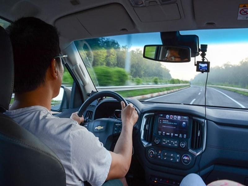 tài xế lái xe du lịch