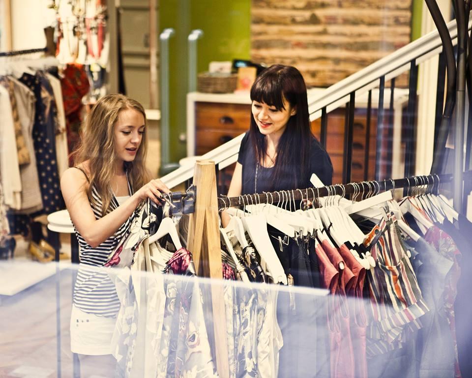 việc làm bán quần áo toàn thời gian