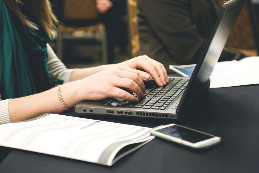Làm việc online vào buổi tối