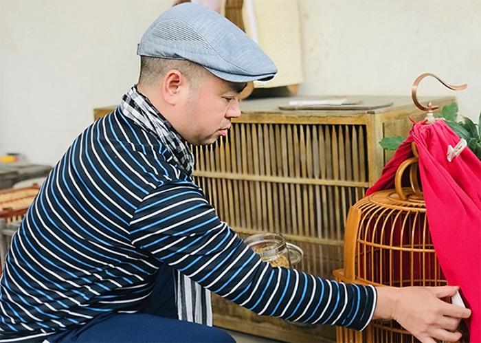 Người nuôi chim tự chế thức ăn cho Họa Mi