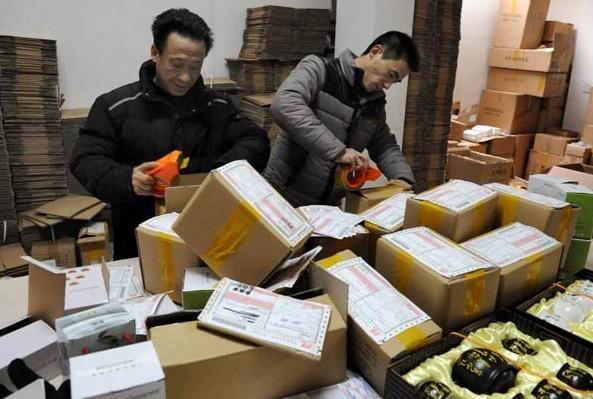Nhân viên đóng gói làm việc tại nhà TPHCM