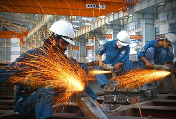 công nhân cơ khí làm việc tại Hà Nội