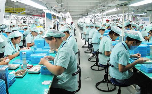 công nhân khu công nghiệp long hậu