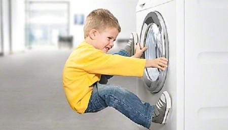 máy giặt an toàn với trẻ em