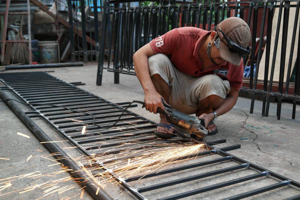 Tuyển thợ hàn sắt Hà Nội