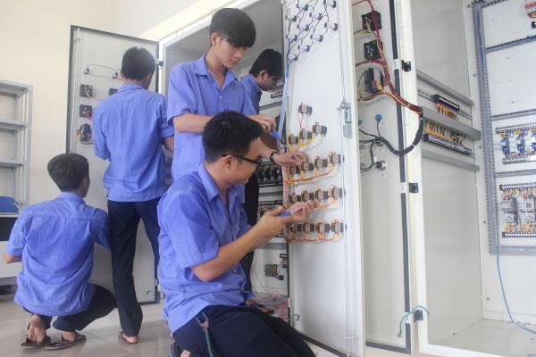 Thợ điện nước công nghiệp tại TPHCM