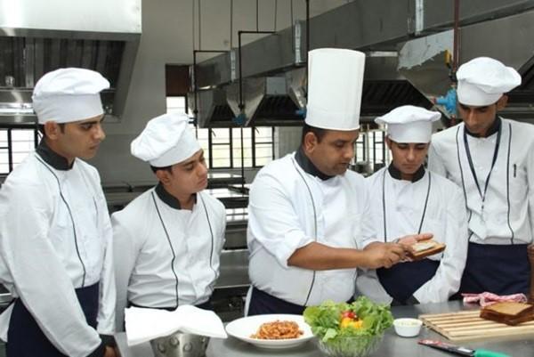 Đầu bếp, phụ bếp ở Đà Lạt
