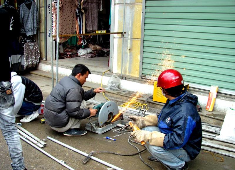 Thợ cửa sắt TPHCM làm việc theo thời gian