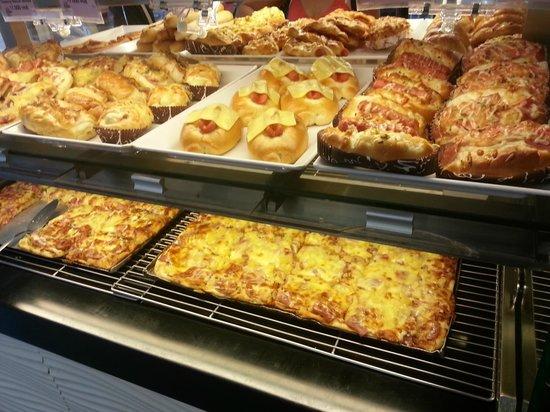 ABC Bakery tuyển dụng nhân viên văn phòng theo dõi xuất nhập bánh