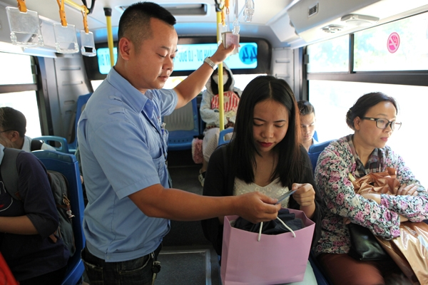 Bán vé xe buýt toàn thời gian