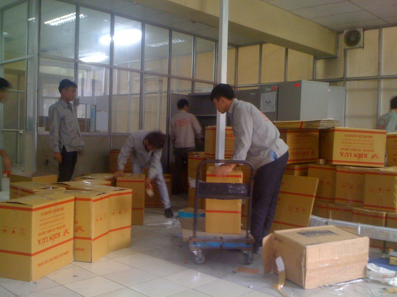 Công nhân đóng gói làm việc tại nhà máy, công xưởng TPHCM