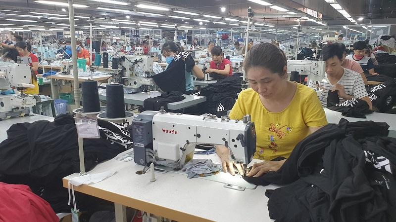 Công ty may ở Bình Dương tuyển dụng công nhân may mặc toàn thời gian