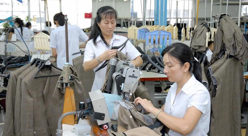 Công ty may ở Bình Dương tuyển dụng thợ phụ may