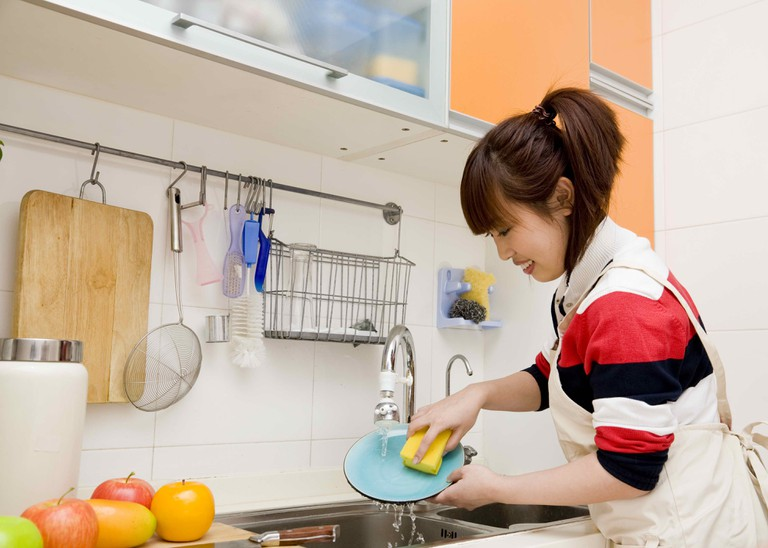 Tuyển giúp việc nhà bao ăn không qua trung gian