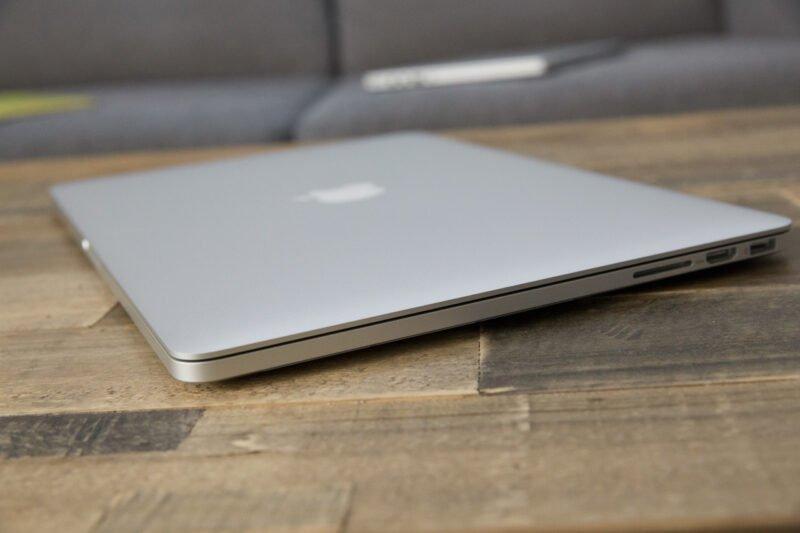 mua macbook pro 2015
