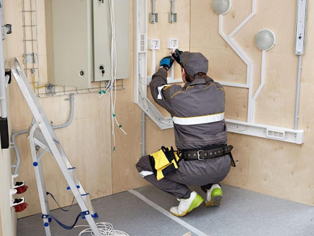 Nhân viên bảo trì điện giờ hành chính tại các tòa nhà cao ốc tại Tp. Hồ Chí Minh