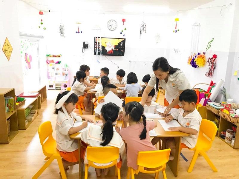 Bảo mẫu trường tiểu học quận 7