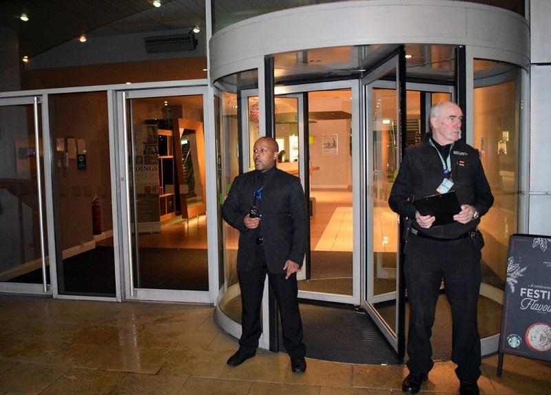 Bảo vệ ca đêm ở khách sạn