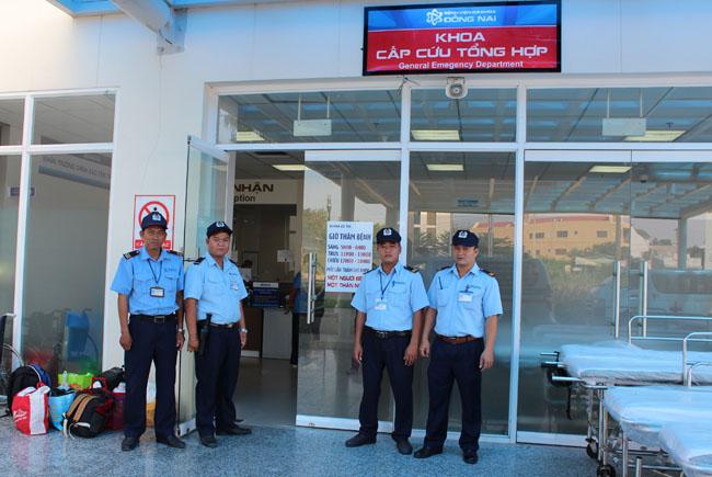Bảo vệ nội bộ làm việc tại bệnh viện