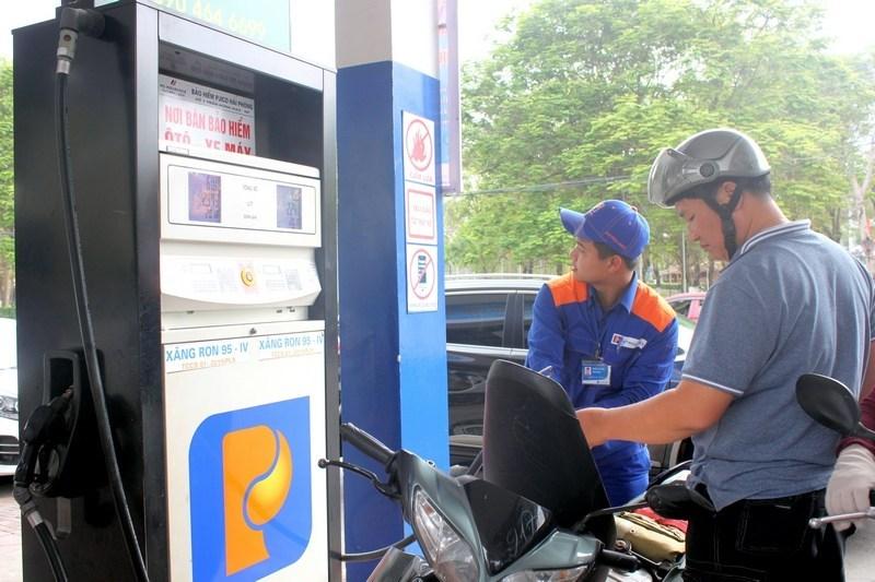 Tuyển công nhân bán xăng làm giờ hành chính
