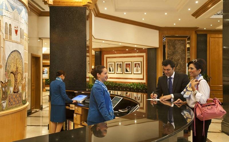 Tuyển lễ tân khách sạn ca đêm tại TPHCM