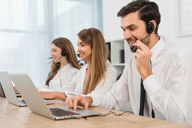 Nhân viên chốt đơn hàng online làm tại công ty, cửa hàng