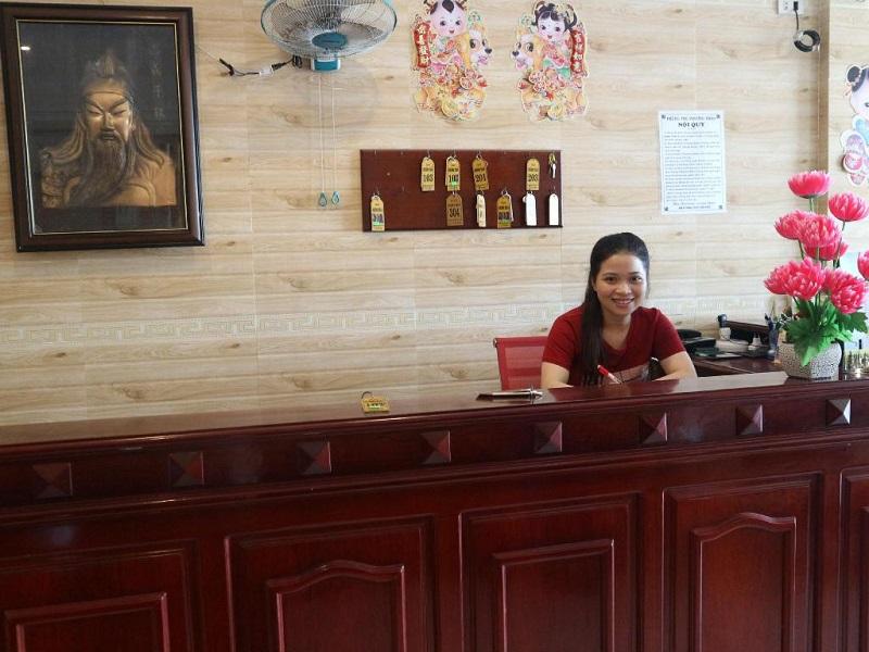 Lễ tân nhà nghỉ tại Hà Nội