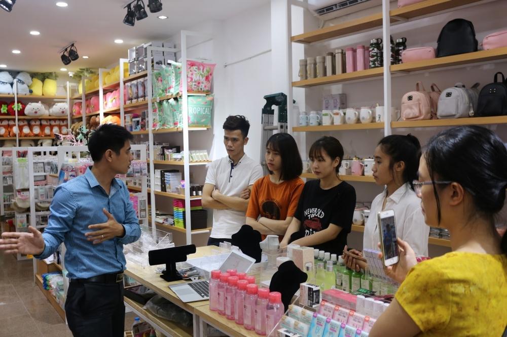 Tuyển quản lý cửa hàng