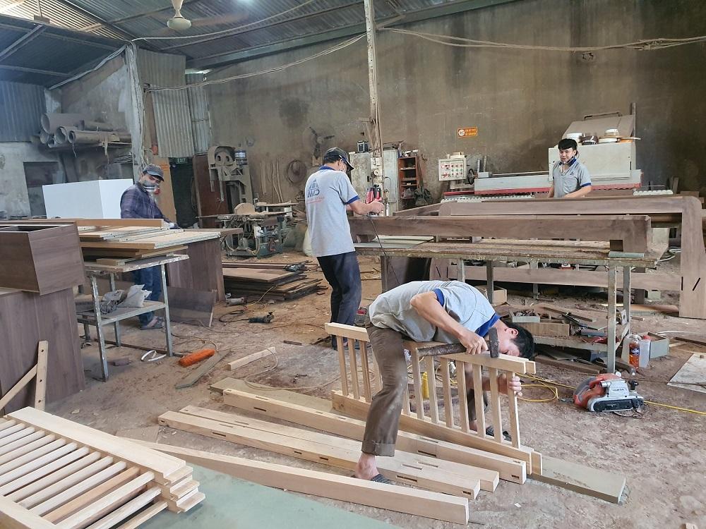 Tuyển thợ mộc làm tại xưởng sản xuất