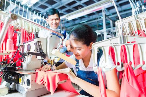 Thợ phụ cắt vải TPHCM