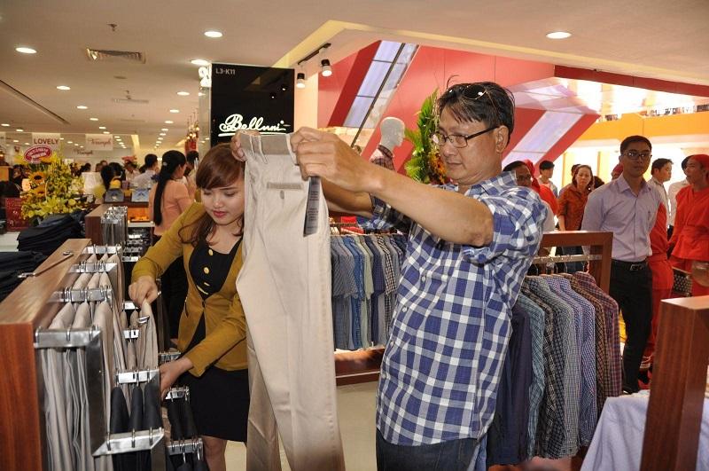 Nhân viên bán shop quần áo partime
