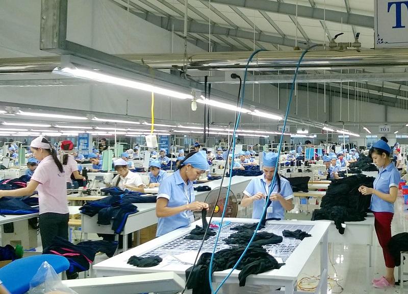 Công nhân làm việc tại các khu công nghiệp