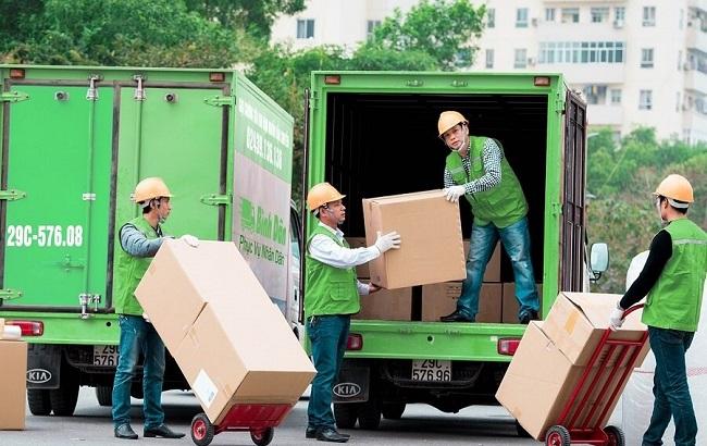 công nhân bốc xếp hàng hoá