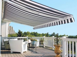 Ấn tượng với những mẫu thiết kế mái che trước nhà đẹp xuất sắc